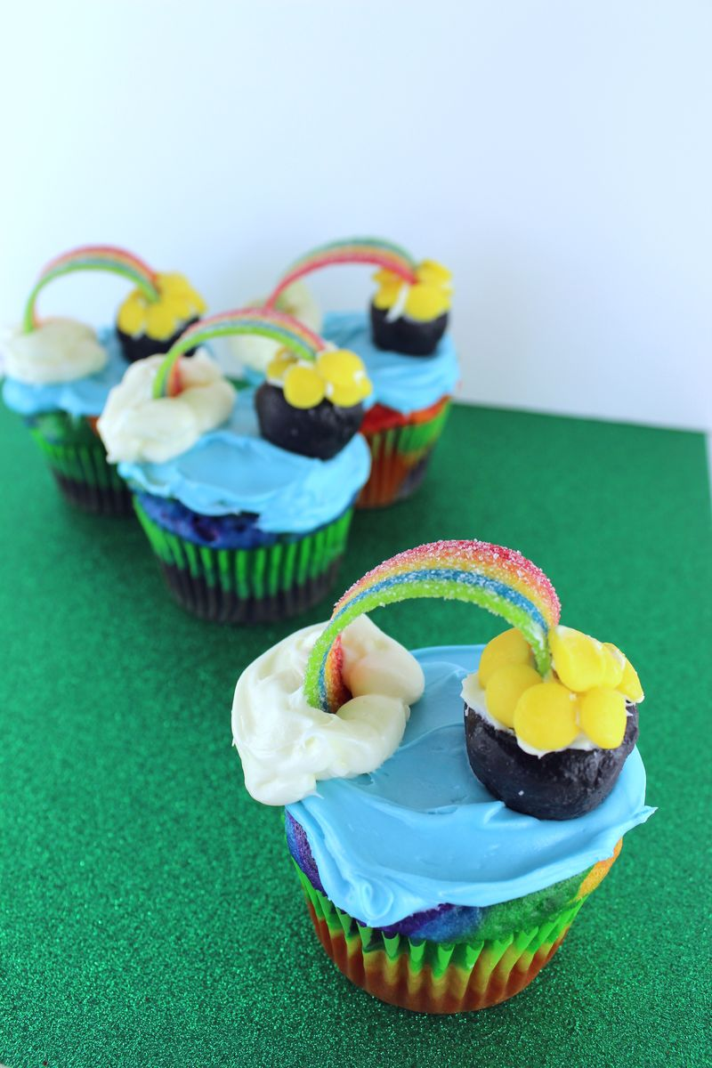 Rainbow and Pot of Gold Cupcakes | The Crafting Foodie