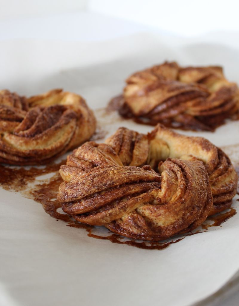 Cinnamon-Cardamom Coffee Cakes | The Crafting Foodie