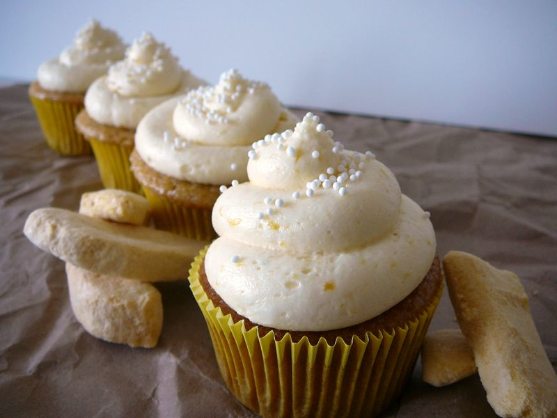 Mango Cupcakes with Mango Filling | The Crafting Foodie