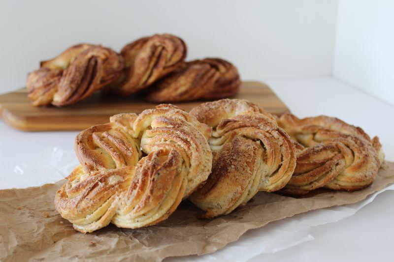 Cinnamon & Cardamom Coffee Cakes | The Crafting Foodie